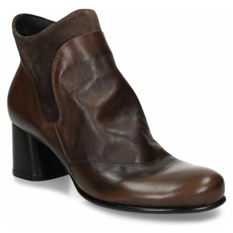 Hnědá kožená kotníková obuv s řasením na nártu Baťa