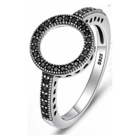 Stříbrný prsten kruh s třpytivými černými kamínky bílými zirkony