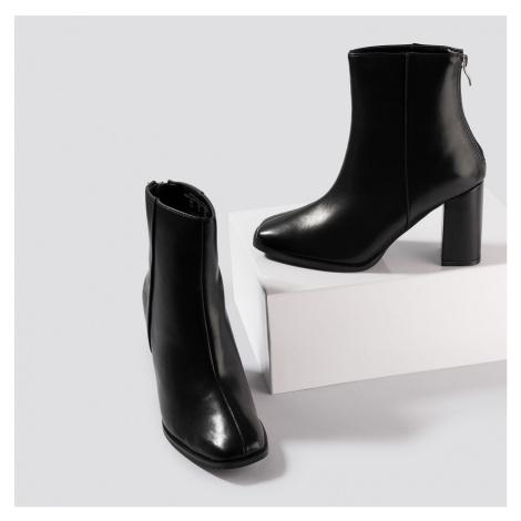 Černé kotníkové boty NA-KD