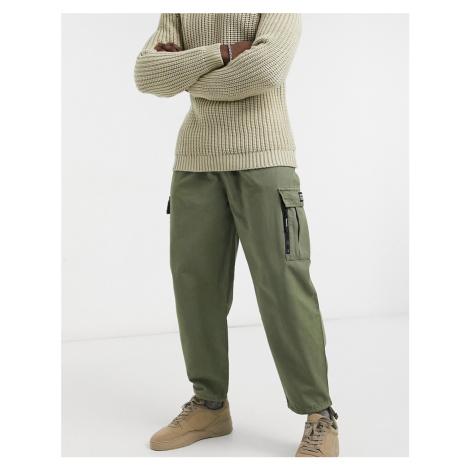Bershka cuffed cargo trousers in khaki-Green