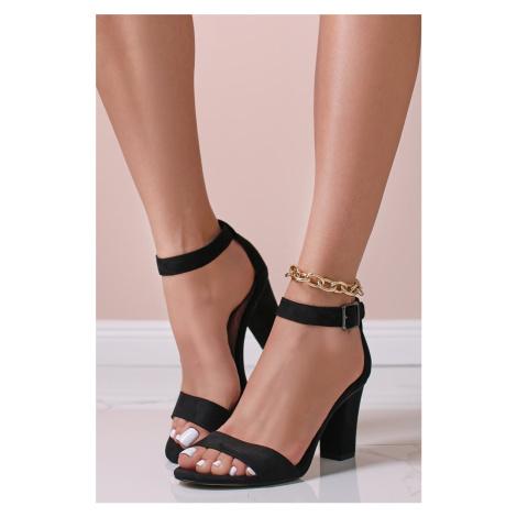 Černé sandály na hrubém podpatku 1-28097 Tamaris