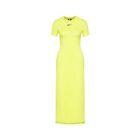 Každodenní šaty Nike