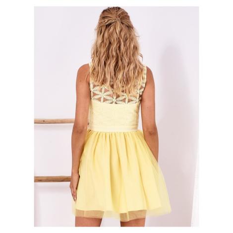 Žluté šaty s dekorativní průhlednou horní částí FPrice