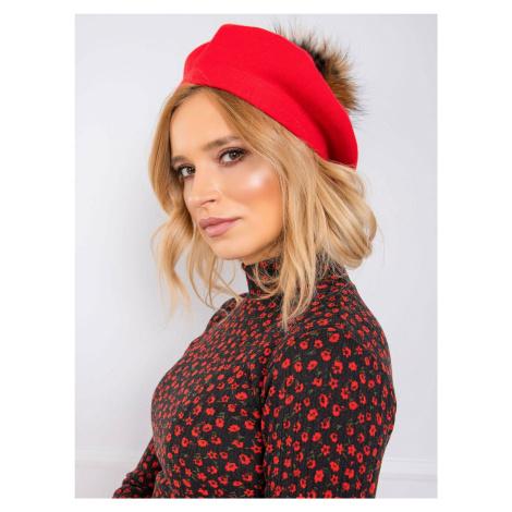 Červený baret s bambulí FPrice