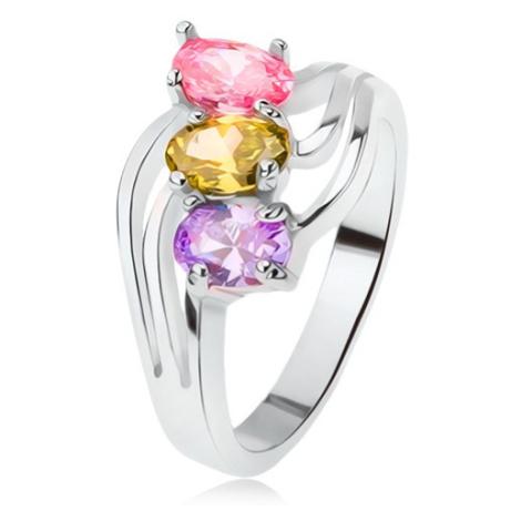 Lesklý prsten, šikmo zasazené barevné kamínky, trojitá vlna Šperky eshop
