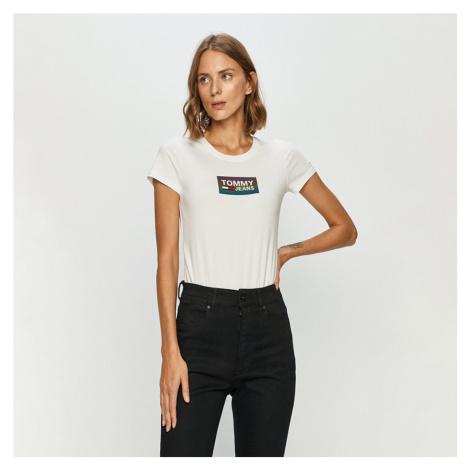 Tommy Jeans dámské bílé tričko Gradient Logo Tommy Hilfiger