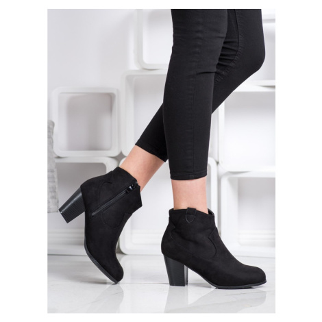 ABLOOM BOOTIES ON THE POST