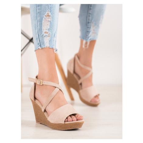 Praktické dámské hnědé  sandály na klínku SMALL SWAN