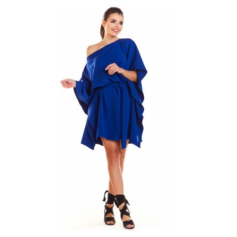 Dámské smyslné šaty s páskem volánky a odhaleným ramenem