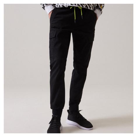 Cropp - Kalhoty JOGGERS CARGO - Černý