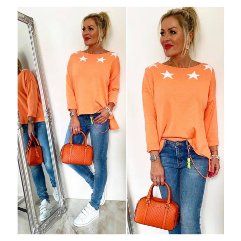 Moderní svetřík-triko s kvězdami