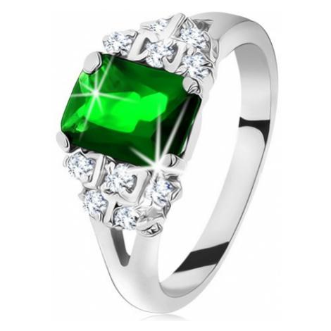 Blýskavý prsten ve stříbrné barvě, smaragdově zelený zirkon, rozdělená ramena Šperky eshop