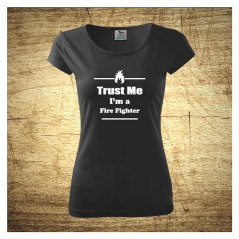 Dámske tričko s motívom Trust me, I´m a firefighter 2 BezvaTriko