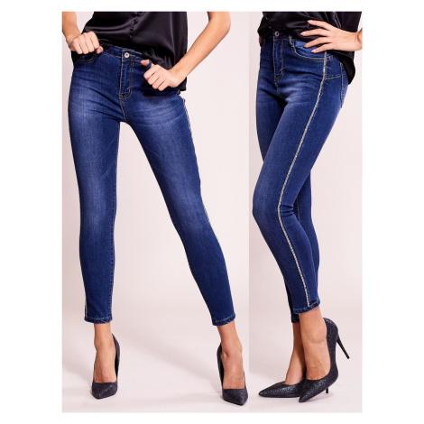 Tmavě modré džíny s nášivkou FPrice