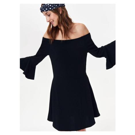 Top Secret šaty dámské černé s odhalenými rameny a dlouhým rukávem