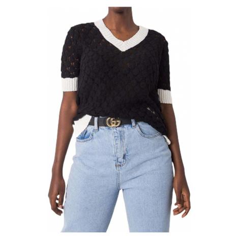 černé dámské pletené tričko s bílými okraji