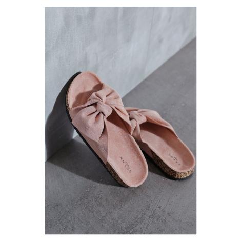 Růžové semišové nízké pantofle Stacy Erynn
