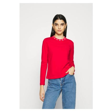 Calvin Klein Calvin Klein dámská červená mikina CK LOGO TRIM NECK CN