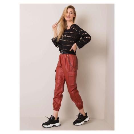 Tmavě červené kalhoty z umělé kůže FPrice