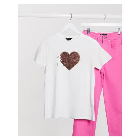 New Look leopard heart slogan tee in white