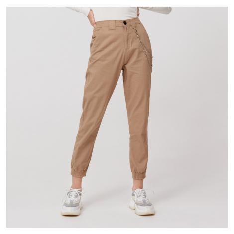 Cropp - Kalhoty joggers high waist s řetízkem - Béžová