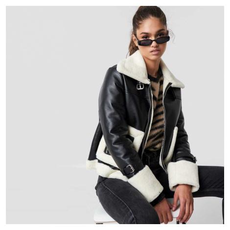 Černá koženková bunda s bílým kožíškem NA-KD