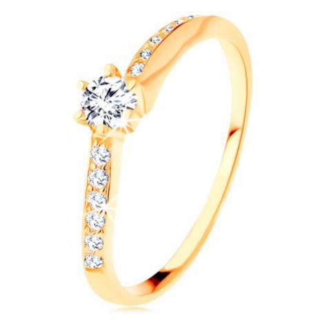 Zlatý prsten 585 - zvlněná zirkonová ramena, vystupující čirý zirkon