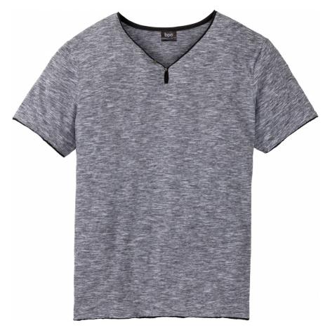 Tričko s výtřihem do V