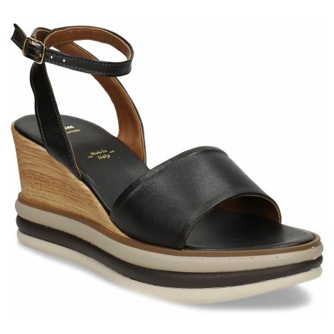 Černé kožené dámské sandály na klínu Baťa
