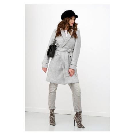 Kabát s vázáním vyrobený z kvalitních materiálů Roco Fashion