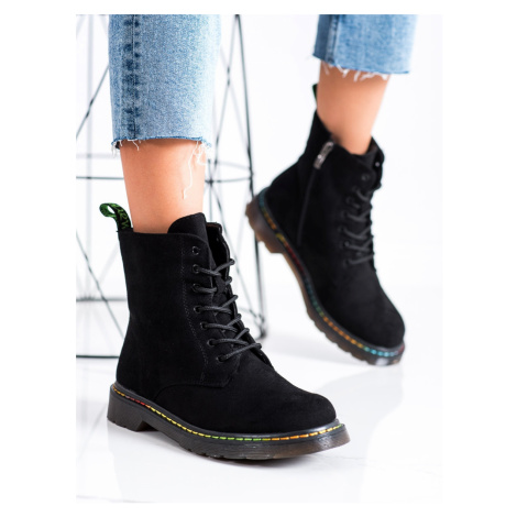 Klasické  kotníčkové boty černé dámské na plochém podpatku WEIDE