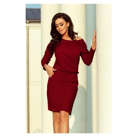 Dámské teplákové šaty v bordó barvě s výstřihem na zádech model 6831752 NUMOCO