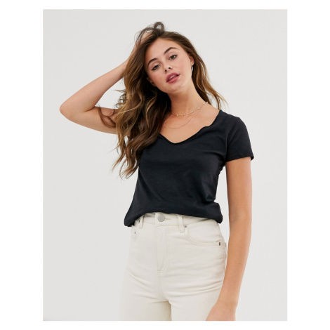 Abercrombie & Fitch v neck t-shirt