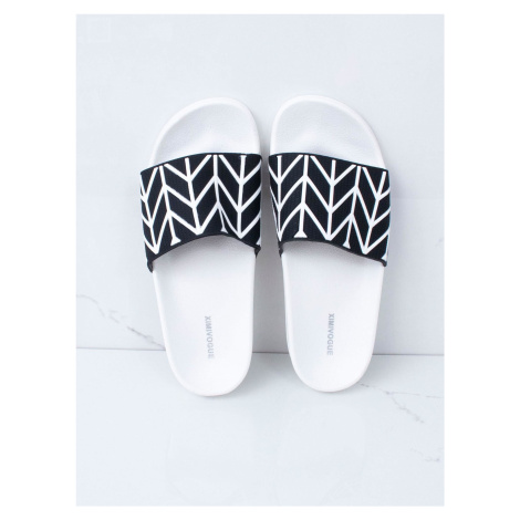 Černobílé pantofle do bazénu FPrice