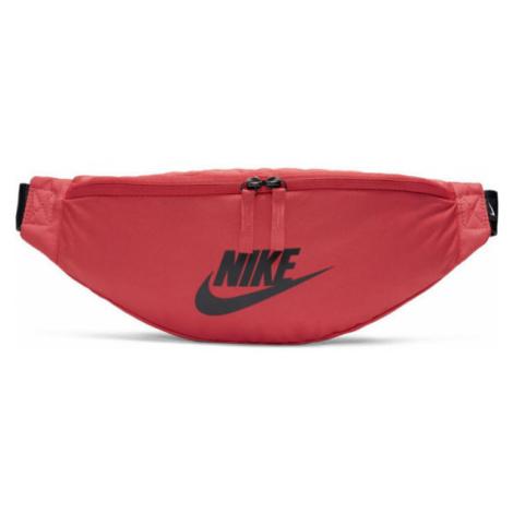 Nike SPORTSWEAR HERITAGE červená - Ledvinka