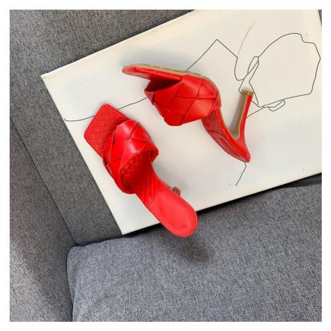 Originální kožené růžové pantofle červené na jehlovém podpatku