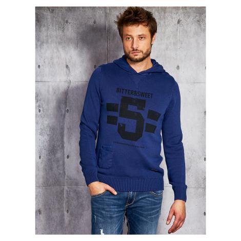 Pánský svetr s potiskem a kapucí v kobaltové barvě FPrice