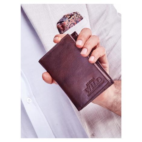 Hnědá peněženka pro muže s reliéfem jedna