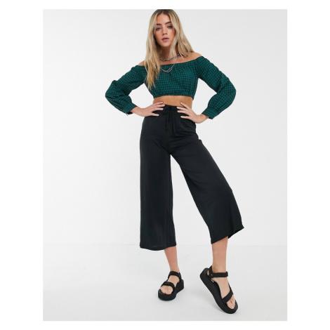 Bershka wide leg drawstring culottes in black