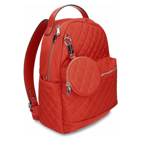 Červený dámský prošívaný batoh menších rozměrů Baťa