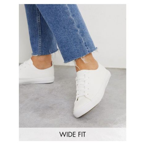 New Look wide fit lace up trainers in white