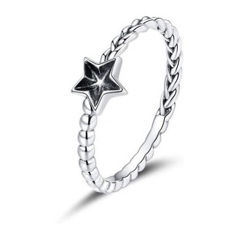 Stylový prsten ve tvaru copánku zdobený hvězdičkou