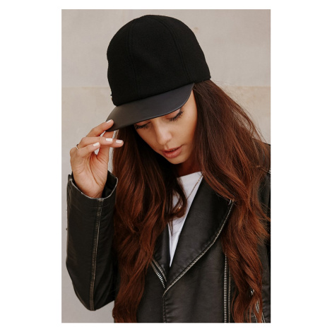 Černá čepice s kšiltem LGK119 Lemoniade