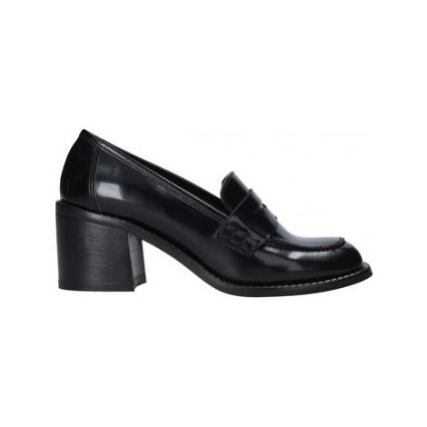 Grace Shoes 551001 Černá