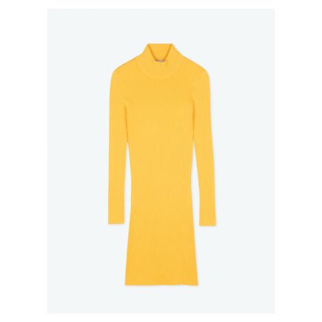 GATE Žebrované popnuté šaty s vysokým límcem