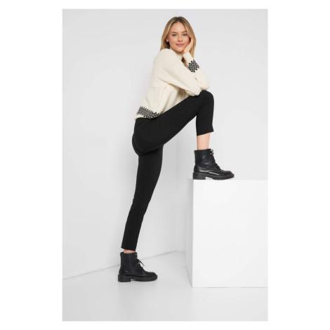 Přiléhavé kalhoty s puky Orsay