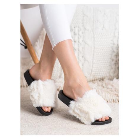 Komfortní nazouváky bílé dámské bez podpatku BONA