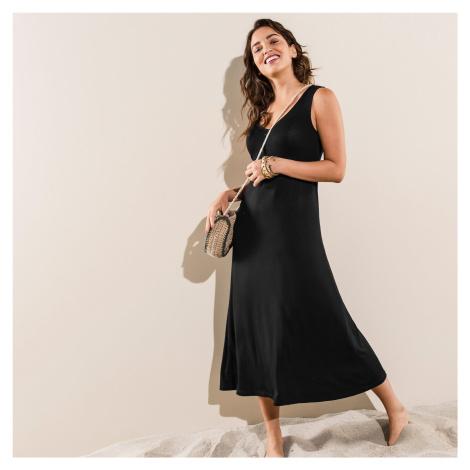 Jednobarevné dlouhé šaty černá