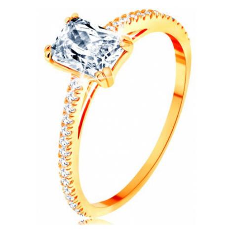 Prsten ze žlutého 14K zlata - vystupující zirkonový obdélník, linie čirých zirkonků Šperky eshop