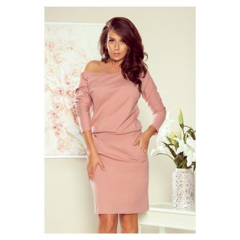 Dámské teplákové šaty v pudrově růžové barvě s výstřihem na zádech model 7749681 NUMOCO